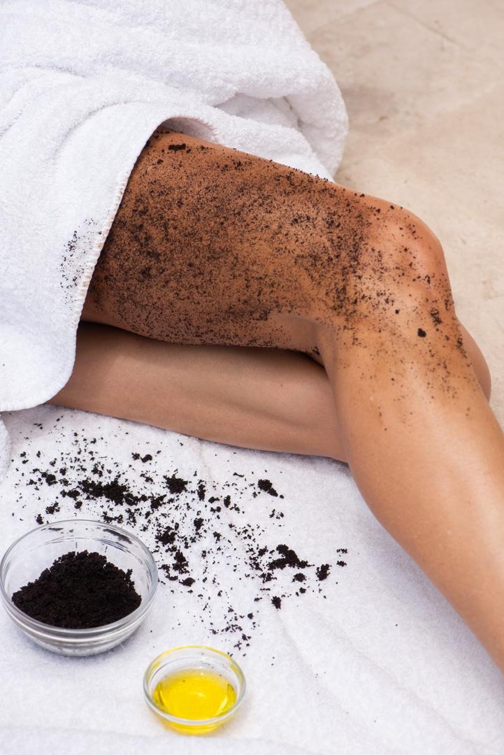 woman putting on Cellulite Scrub on leg