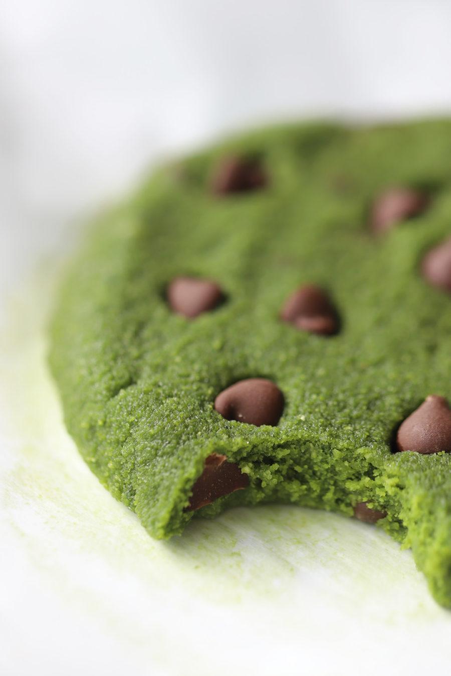 Vegan Raw Matcha Chocolate Chip Cookies