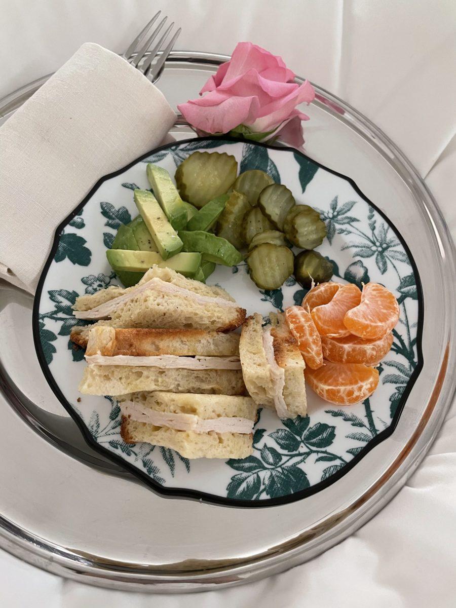 kourtney kardashian turkey sandwich lunch