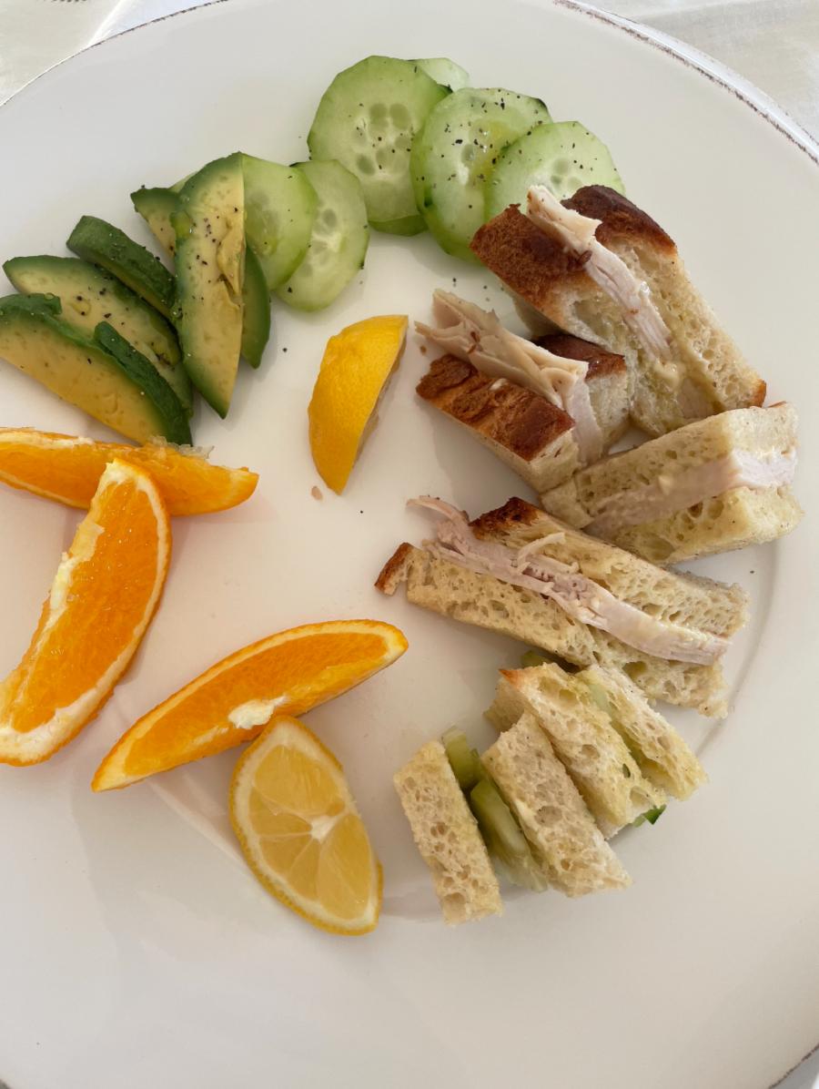 kourtney kardashian turkey sandwich lunch with avocado